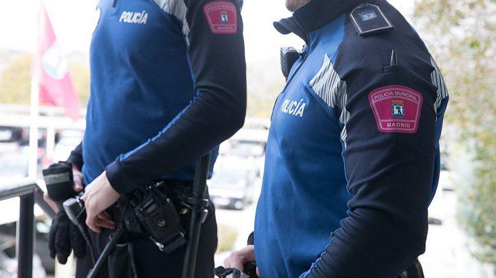 Arrestado tras pegar a su mujer y echarla de casa en Vicálvaro