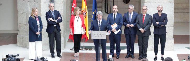 Ángel Garrido, con los consejeros designados por Cristina Cifuentes, en su primera comparecencia como presidente en funciones ante los medios la pasada semana.