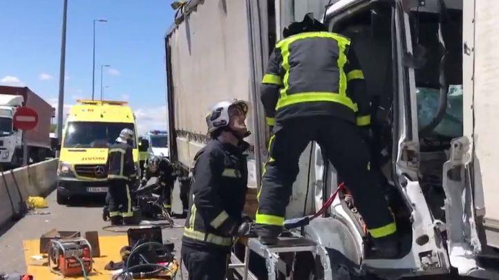 Cuatro camiones chocan en la A-2