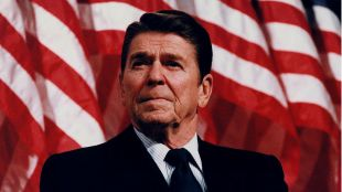 El desamor de Tierno Galván y Ronald Reagan