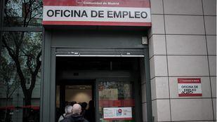 El paro cae hasta los 370.000 madrileños en abril