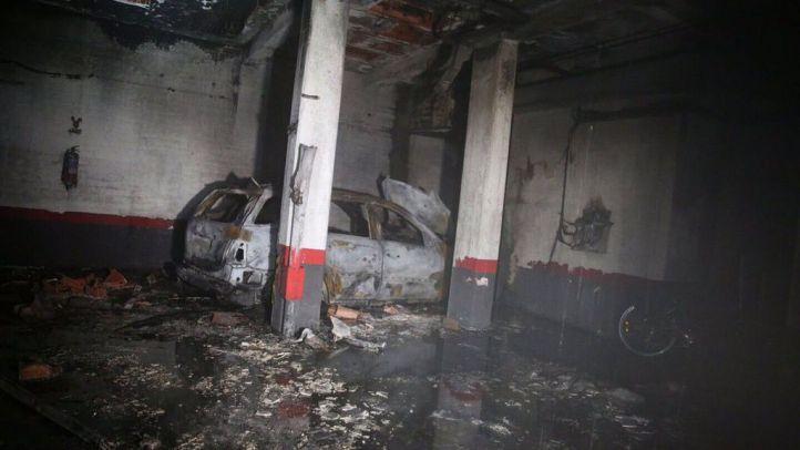 Un incendio deja un coche calcinado