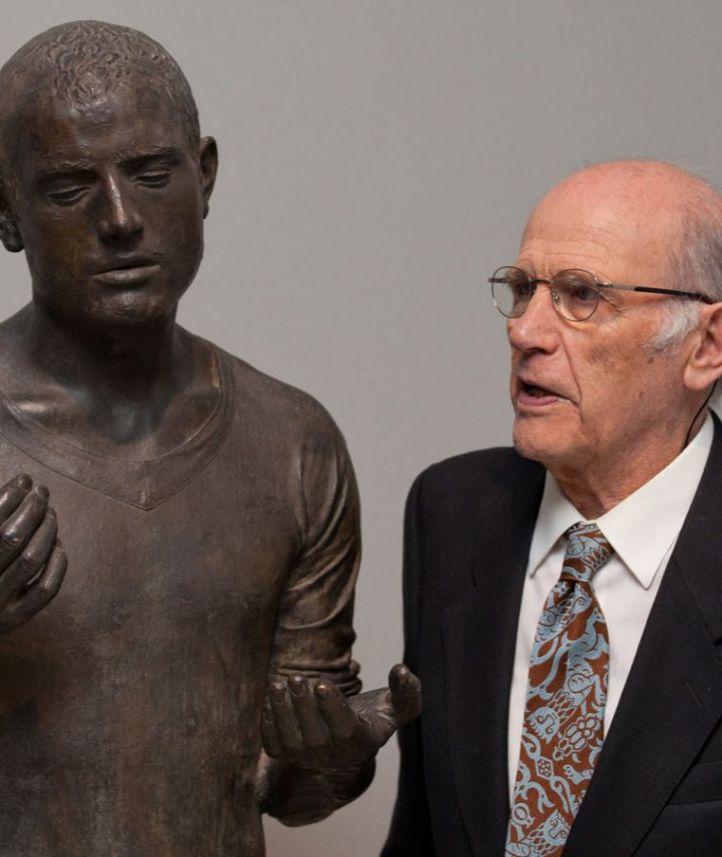 Fallece el escultor Julio López