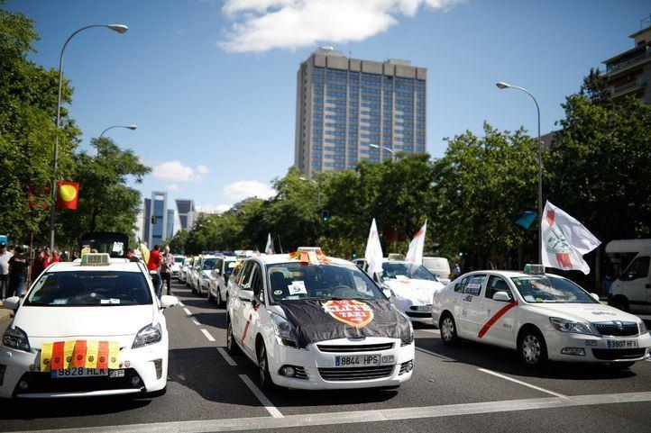 El Congreso blinda al taxi y limita a Uber y Cabify