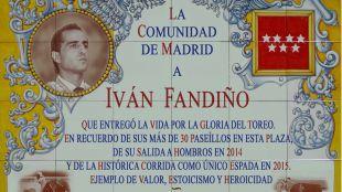 Una placa en homenaje al torero Iván Fandiño