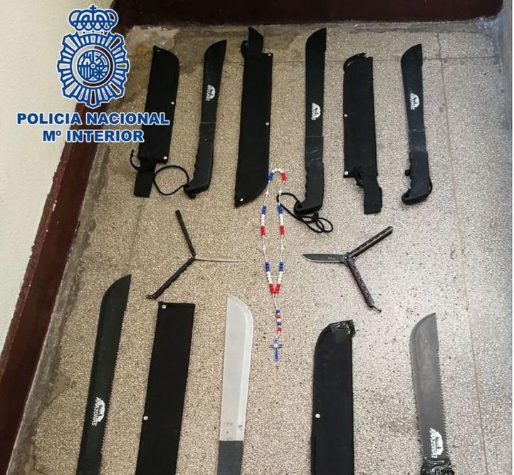 Machetes y navajas mariposa: el 'botín' de tres detenidos en Abrantes