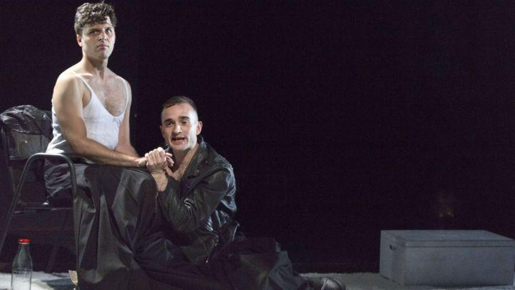 Julio Rojas y Aarón Lobato en Julieta y Ofelia, dos suicidas de toda la vida.