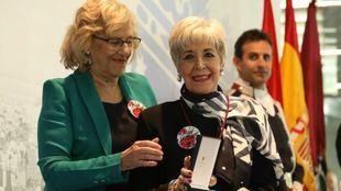 Carmena entrega las Medallas de Oro más feministas