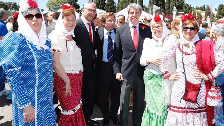 A horas de su investidura, Garrido ha ido a la Pradera como presidente en funciones.