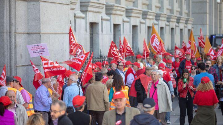 Una cadena humana para no resignarse: los pensionistas siguen la lucha