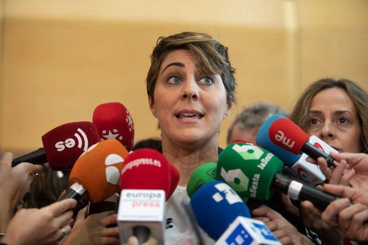 La portavoz de Podemos en la Asamblea de Madrid, Lorena Ruiz-Huerta, atiende a los medios.