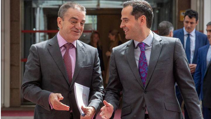 José Manuel Franco charla con Ignacio Aguado.