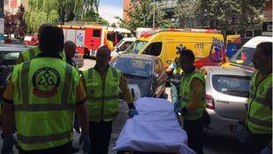 Los efectivos del SAMUR han trasladado a la mujer en estado grave al Hospital La Paz.