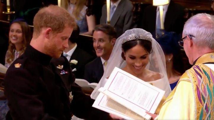 La actriz Meghan Markle y el príncipe Harry se dan el 'sí quiero'