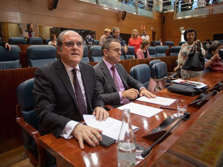 EL portavoz del PSOE, Ángel Gabilondo, junto al secretario general del PSOE-M, José Manuel Franco.