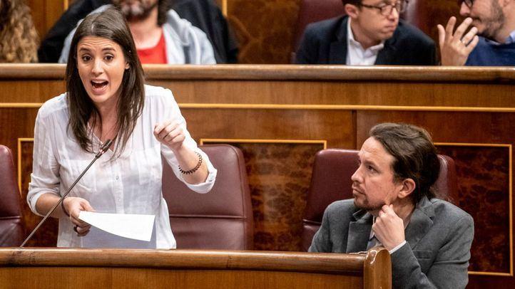 Bancada de  Podemos. En primera plana, Irene Montero y Pablo Iglesias.
