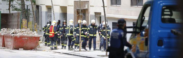 Dos obreros, atrapados entre los escombros de un derrumbe en Chamberí