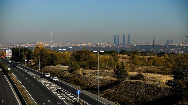 Imagen de archivo de contaminación sobre la ciudad de Madrid.
