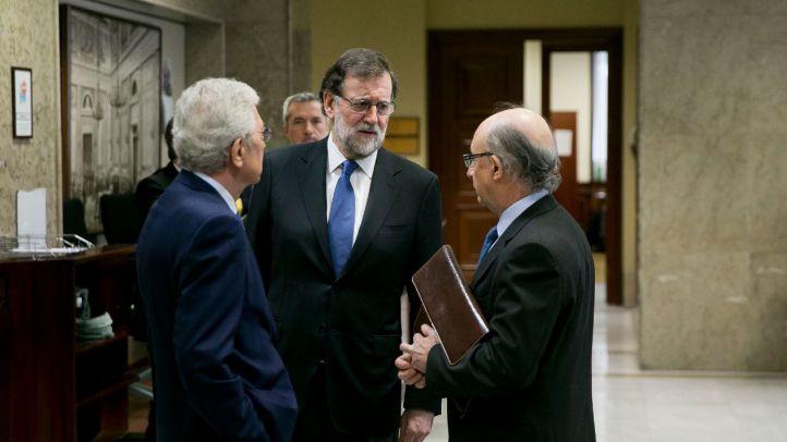 Mariano Rajoy, presidente del Gobierno, junto a Cristóbal Montoro, ministro de Hacienda.