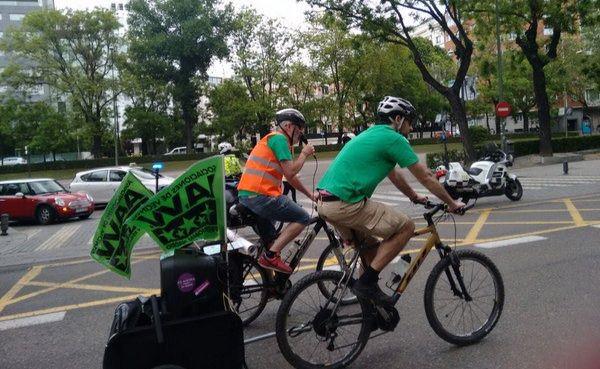 Invasión ciclista para exigir a la Consejería una mejora en la Educación