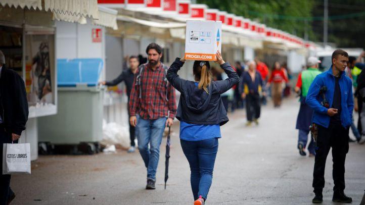 Con lluvia y sin inauguración: echa a andar la Feria del Libro