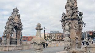 Puente de Toledo, casalicios de San Isidro y Santa María de la Cabeza