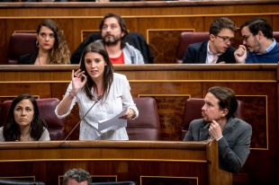 Con el chalé o contra Pablo: la consulta abrasa a los disidentes en Podemos
