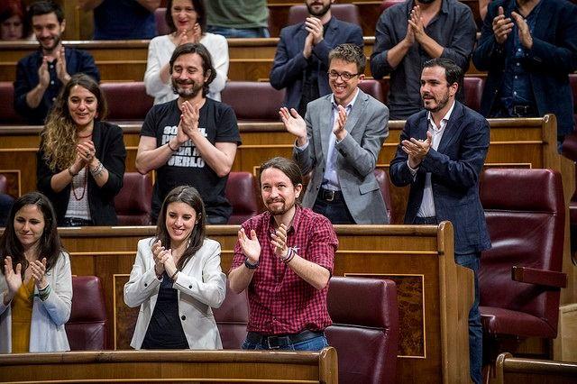 Iglesias y Montero se quedan tras recibir el aval del 68 % de la militancia