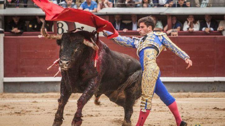 La terna se estrella ante una pésima corrida de Dolores Aguirre