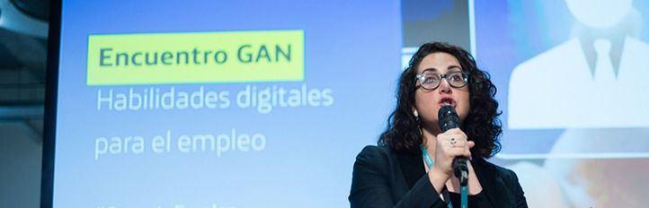Rafah Harfous, antropóloga digital y profesora del Instituto de Estudios Políticos de París, en su ponencia en el encuentro en Fundación Telefónica.