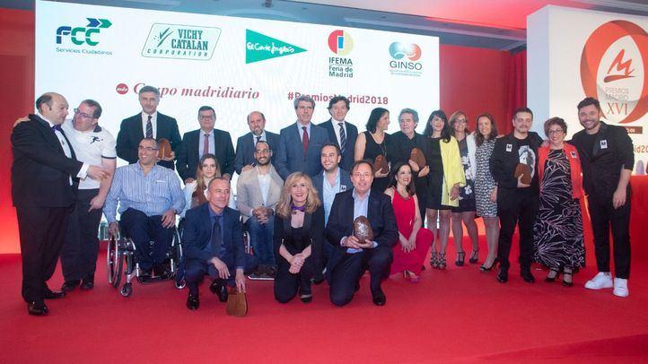 Foto de familia de los ganadores de los Premios Madrid.