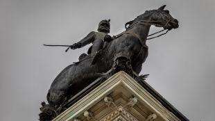Queda levantado el monumento al Rey 'pacificador' Alfonso XII