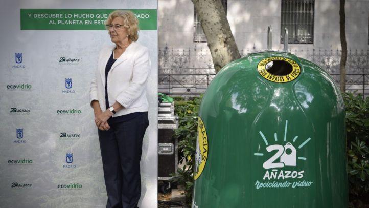 Ecovidrio y el Ayuntamiento de Madrid presentan la exposición en el Paseo del Prado de ''20 añazos de reciclaje de envases de vidrio'', con la Presencia de la alcaldesa Manuela Carmena e Inés Sabanés.