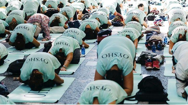 El Paseo del Prado acoge una masterclass de 'Active Yoga'