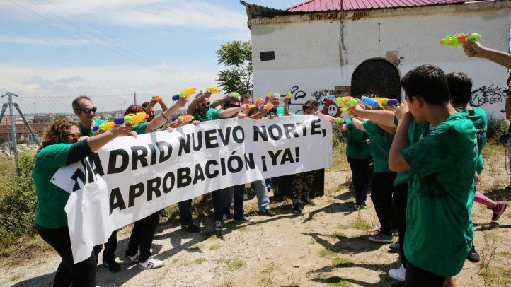 Vecinos del barrio de Santa Ana en Fuencarral se manifiestan por la falta de equipamientos
