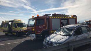Un matrimonio y cinco menores, heridos tras volcar su coche