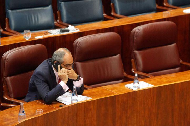 La oposición reprobará al consejero de Educación por el máster de Cifuentes