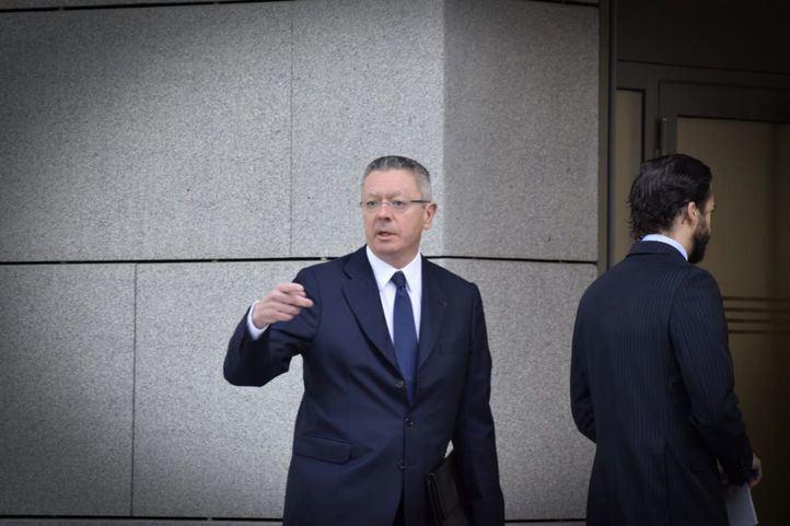 Acompañado de su hijo, Alberto Ruiz Gallardón acude a la Audiencia Nacional para declarar por la compra de Inassa por parte del Canal de Isabel II