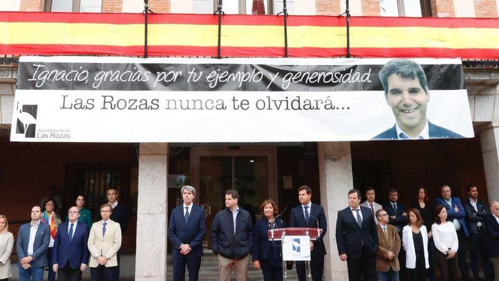 Familiares y representantes políticos han acudido al homenaje en Las Rozas.