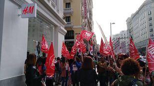 Manifestación de los trabajadores de H&M (Torrejón) frente a la tienda de Gran Vía.