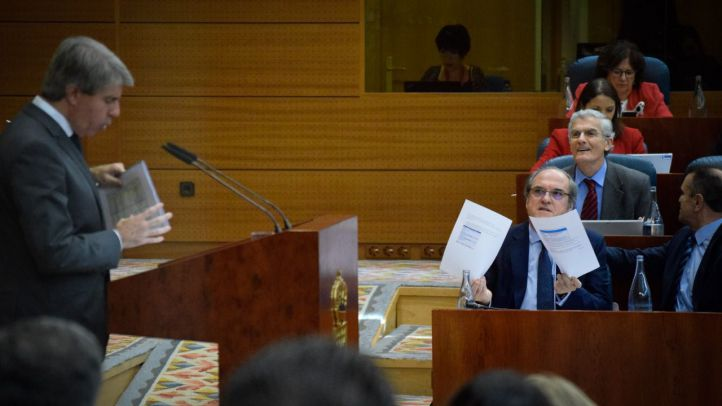 Garrido, en su investidura, replica al portavoz socialista Ángel Gabilondo.