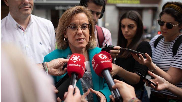 La portavoz del PSOE en el Ayuntamiento de Madrid, Purificación Causapié, visita una de las zonas afectadas por la prostitución en Madrid, exactamente, en las calles Desengaño y Ballesta.