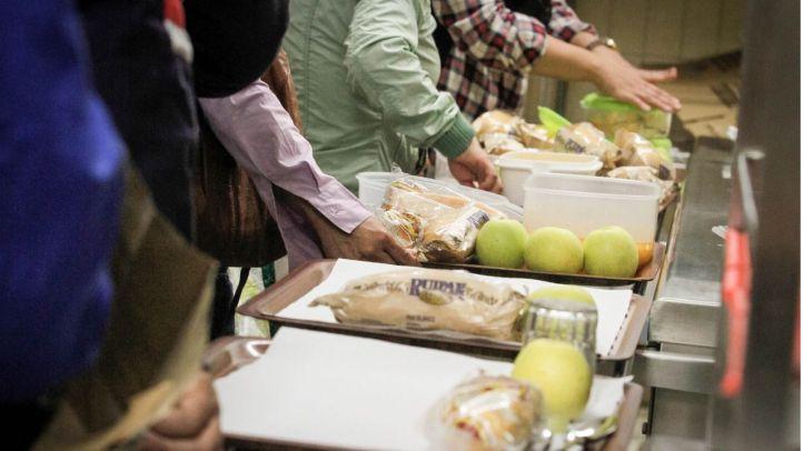 La Comunidad frena la ley de 'comedores sanos' de Podemos
