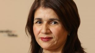 Leila Smaili, directora de la oficina de representación de CaixaBank en Argelia