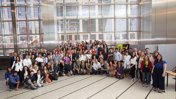Foto de familia de la I Gala del Reto Dualiza de la Fundación Bankia por la Formación Dual