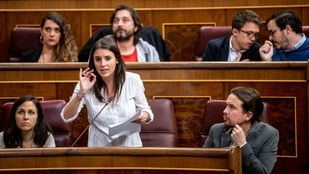 Pablo Iglesias mira a Irene Montero en una reciente sesión de control al Gobierno en el Congreso