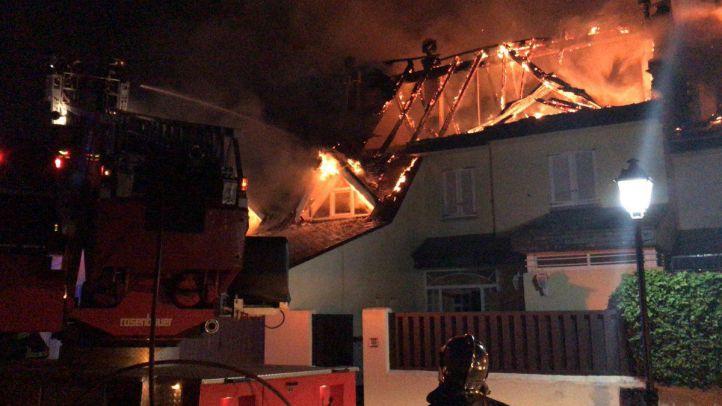Seis chalets, afectados por un incendio en Collado Villalba
