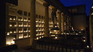 La ruta de las velas ya se ha convertido en una de las actividades más demandadas en el Cementerio de San Isidro. En la foto, una de las imágenes que dejó la ruta de 2017.