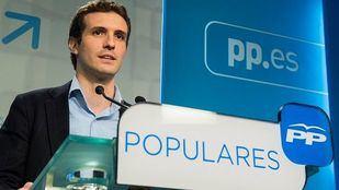 Pablo Casado legitima su currículum y denuncia indefensión