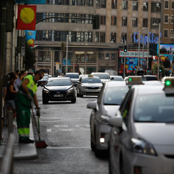 El Ayuntamiento le enviará una carta a Fomento por la desproporción entre taxis y VTC